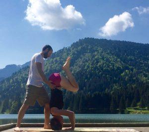 guide préparation posture sur la tête yoga